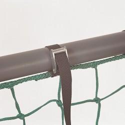 Gurtschnellverschluss mit Klemmschloß, 0,60 m im Abstand von 0,75m am Netz befestigt